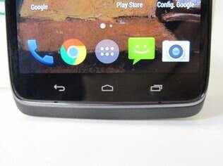 Moto Maxx tem botões físicos abaixo da tela