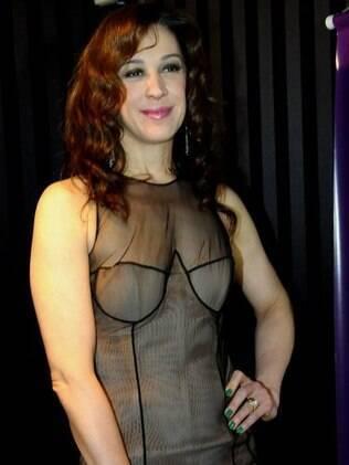 Claudia Raia mostrou sua boa forma com um vestido sensual