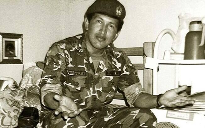 Em foto sem data divulgada pelo Palácio de Miraflores, Hugo Chávez em seu tempo de serviço militar