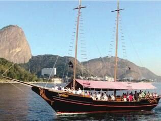 Passeio de barco pela Baía do Guanabara revela a cidade de outro ângulo
