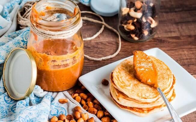 Crepioca leva pasta de amendoim na massa e também pode ser uma ótima ideia para um pré-treino rápido e caprichado