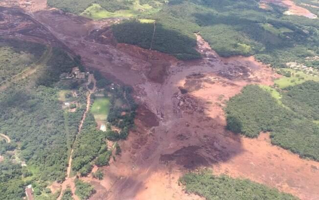 Lama invadiu a zona baixa de Brumadinho após rompimento de barragem da Vale