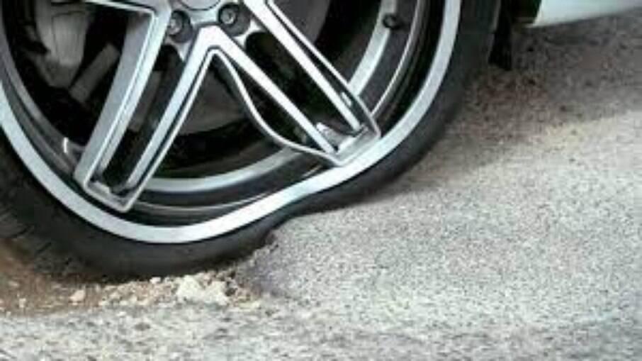 Além da questão da dirigibilidade prejudicada, a roda amassada faz o pneu perder mais pressão