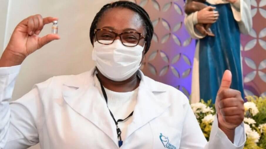 Maria Angélica de Carvalho Sobrinho foi a primeira pessoa vacinada na Bahia