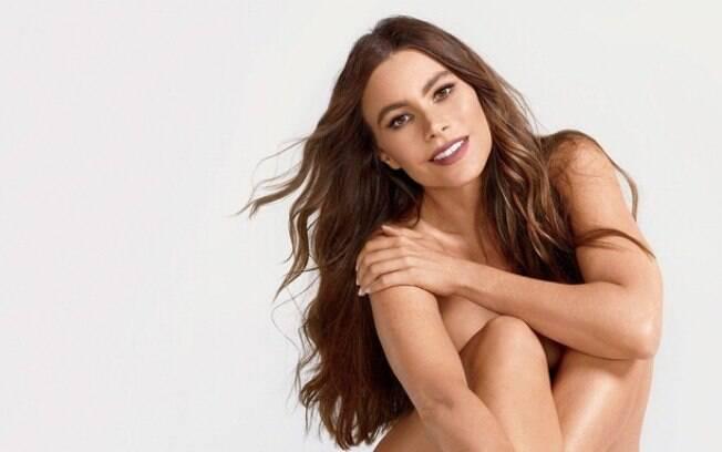 No auge de seus 45 anos de idade, Sofia Vergara surpreendeu a todos ao exibir corpão em foto completamente nua