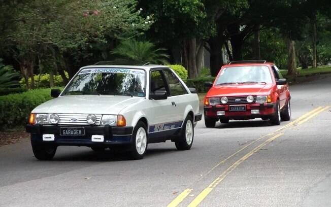 O raro Ford Escort XR3 Pace Car junto com a versão convencional, ambas de meados dos anos 80