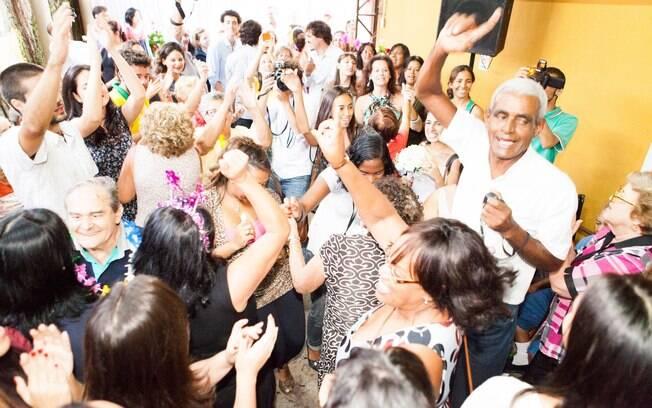 Voluntários do Atados, convidados e moradores do asilo se misturaram na pista