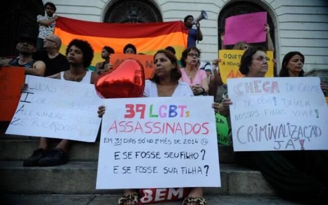 A manifestação na Cinelândia, no Rio, pediu a criminalização da homofobia