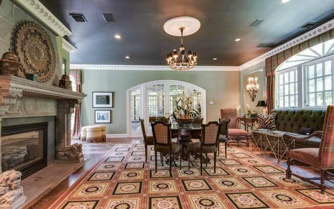 Luxuosa, a propriedade tem 808 metros quadrados