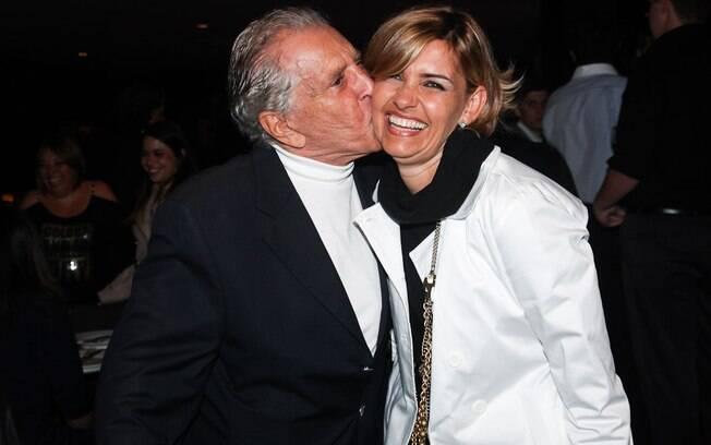Carlos Alberto de Nóbrega e Jacqueline Meirelles em clima de romance