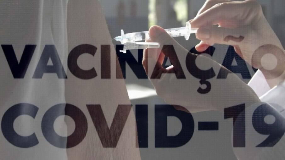 Justiça suspende vacinação contra Covid-19 em adolescentes de Betim