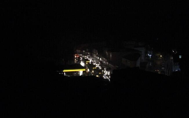 Avenida Geremário Dantas em Jacarepaguá, no Rio de Janeiro, em apagão no último domingo (1º)