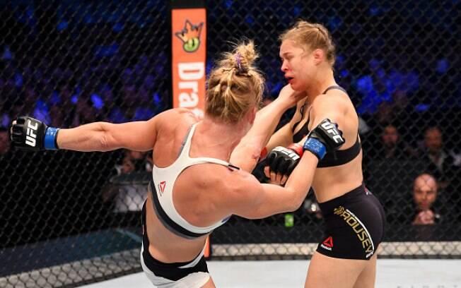 Holly Holm acertou o chute que Ronda já previa que iria acontecer. Nocaute