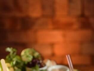 Caipirinhas do Boi Vindo: uva, lichia, limão caipira e picolé de uva