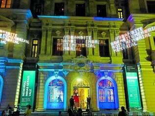 Locais. As atrações artísticas acontecerão ate às 2h30 no museu e também na praça do lado dele