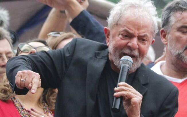 Ex-presidente Luiz Inácio Lula da Silva em seu primeiro dia fora da prisão