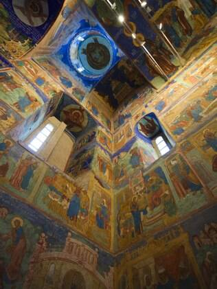 Afrescos no interior da Catedral da Transfiguração, no monastério de St. Euthymius, em Suzdal, região de Vladimir