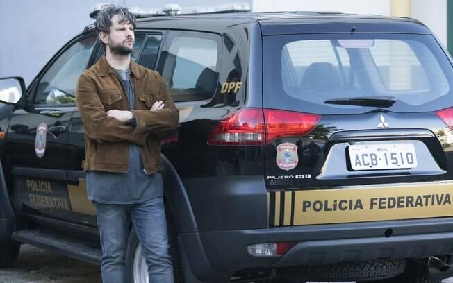 Selton Mello vive um delegado da polícia federal em O Mecanismo
