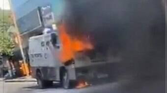 Carro-forte pega fogo no RJ; causas não foram identificadas