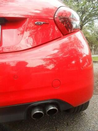 Peugeot 208 GT vem com dupla saída de escape, lanternas fumês e largos pneus 205/45R 17