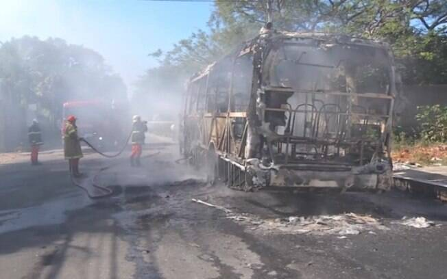 Onze ônibus foram destruídos em ataques incendiários em dois dias em Fortaleza