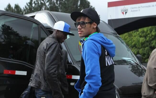 Neymar chega ao CT do São Paulo, em Cotia,  pra treinar com a seleção