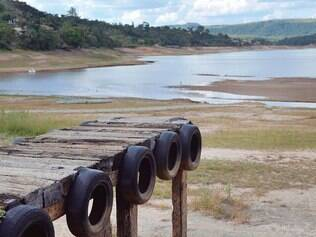 Quase seco. A falta de chuva castiga a Barragem do Benfica, em Itaúna, que está com nível de água bem baixo do normal para época