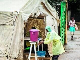 Epidemia de ebola, que afeta a região da África Ocidental, já fez mais de mil mortos