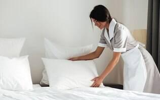 Camareira revela por que você não deve arrumar a cama do hotel antes do checkout