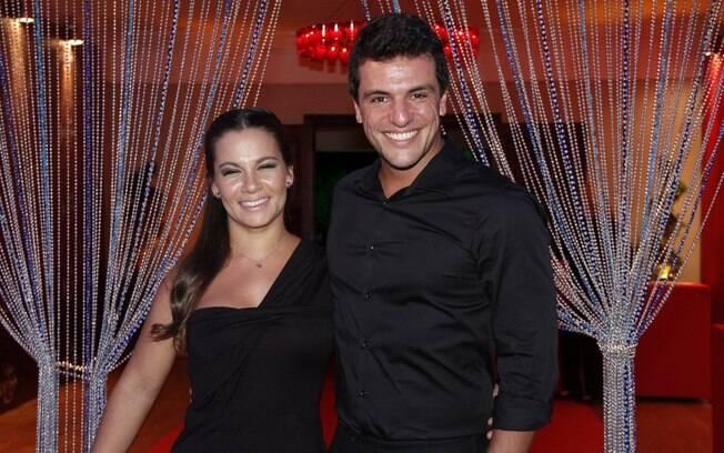 Rodrigo Lombardi e a mulher, Betty Baumgarten, na festa de lançamento de 'Salve Jorge'