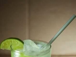 Especialmente para o Gastrô, o mixologista Filipe Brasil criou uma caipirinha baseada na tradicional de limão, mas turbinada com uvas verdes e adoçada com licor de jabuticaba