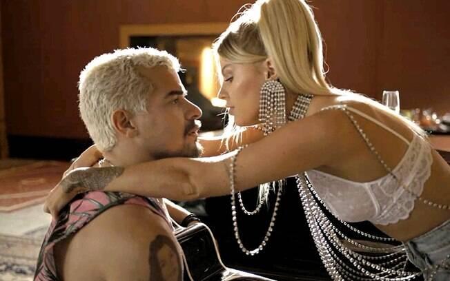 Mel (Luísa Sonza) e Ryan (Thiago Martins)
