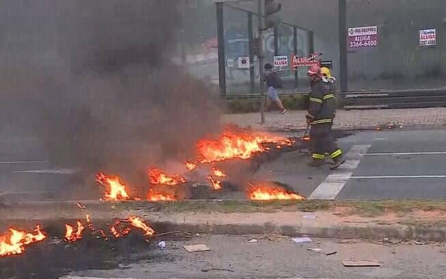 Fumaça causada por manifestantes fez mulher entrar em coma em Belo Horizonte