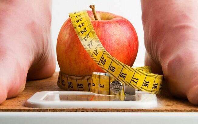 Cuidado com as promessas de uma dieta detox ou aquelas que eliminam alimentos do cardápio
