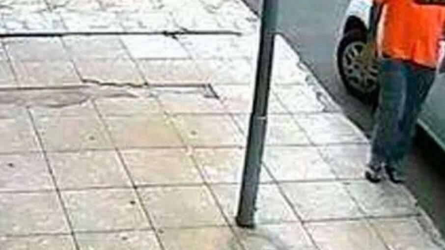 Homem é preso por contaminar carros com Covid-19; é a segunda vez que ele é detido