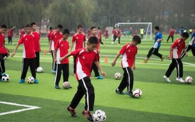 China marca volta do futebol