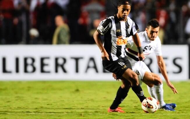 Dono da melhor campanha na fase de grupos, o  Atlético-MG, de Ronaldinho Gaúcho, vai reencontrar  o São Paulo nas oitavas de final