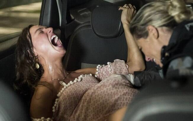 Filho de Ritinha nasce em um taxi com a ajuda de Jeiza em