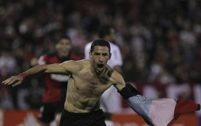 Maxi Rodriguez comemora gol do Newell's Old  Boys