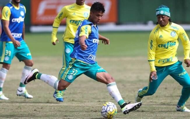 Vitinho, jogador do Palmeiras, sofreu sequestro-relâmpago