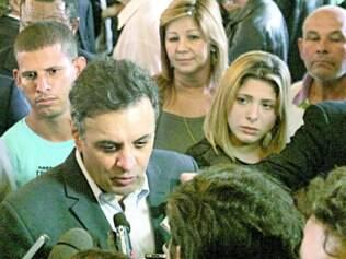 Tática. Para Aécio, presidente Dilma tenta se apropriar da seleção para ganhar a simpatia do eleitor