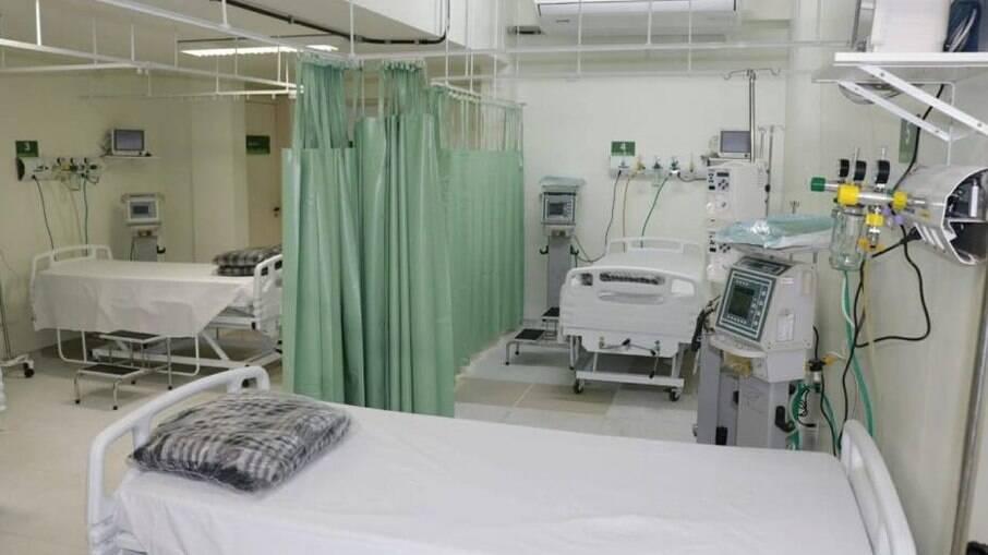 Foi registrado aumento no número de internações em Unidades de Terapia Intensiva (UTI) de 373 para 379