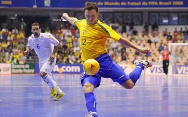 Falcão é estrela da seleção brasileira de futsal, mas também já tentou outros ares e voltou às quadras