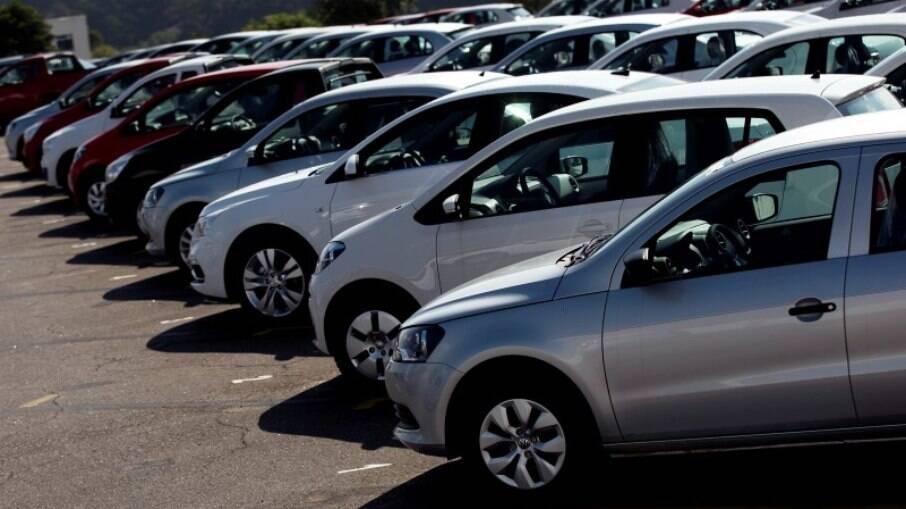 Motoristas reclamam de demora no licenciamento