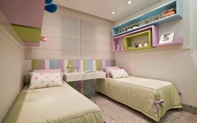 decorar ambientes pequenos gastando pouco : decorar ambientes pequenos gastando pouco:uso de tapetes no piso dos quartos garantiu mais conforto. Foto