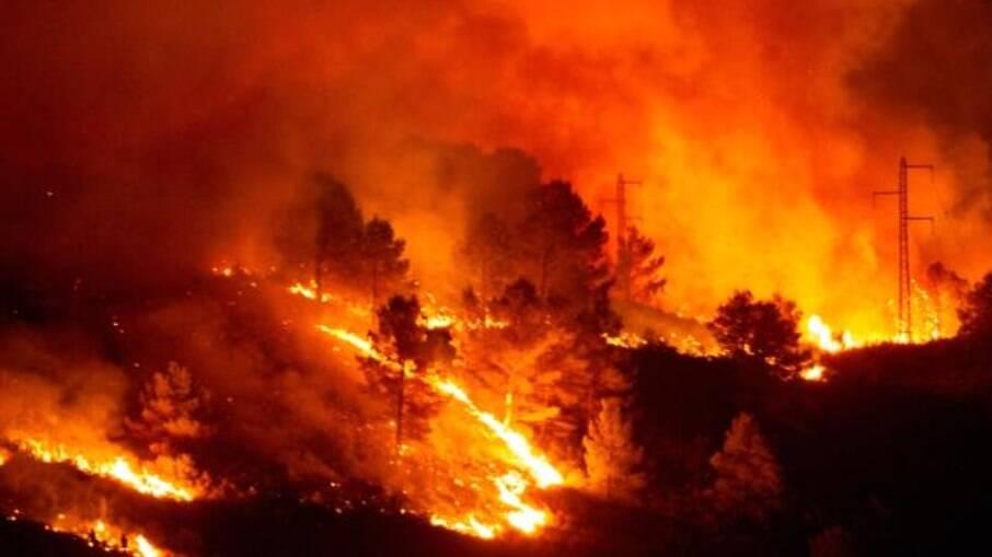 Espanha busca apagar incêndio em Málaga que já dura cinco dias