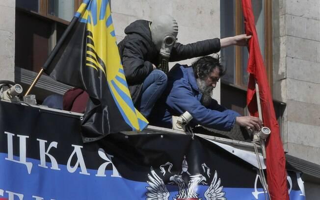 Ucrânia dá ultimato de 48hs a grupos pró-Rússia e ameaça usar forças armadas