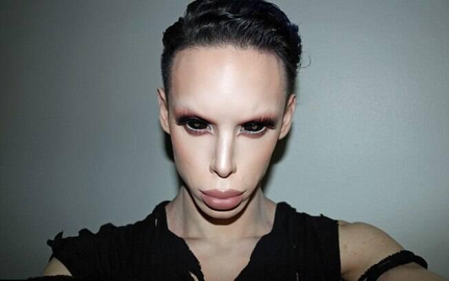 Vinny Ohh, de 22 anos, é um americano que já gastou mais de 50 mil dólares para ficar parecido com um alienígena
