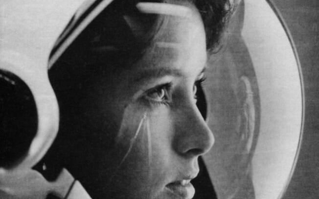 A astronauta Anna Fisher na capa da revista Life, em 1985. Ela foi a primeira mãe a viajar ao espaço.