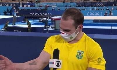 Zanetti chora ao lembrar do filho e é consolado por repórter